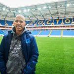 Luis Casais, de Ribeira a dar la vuelta al globo conun balón